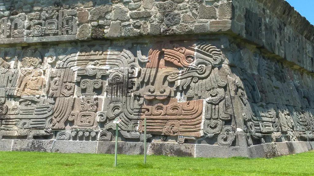 Pirámide de la serpiente en Xochicalco