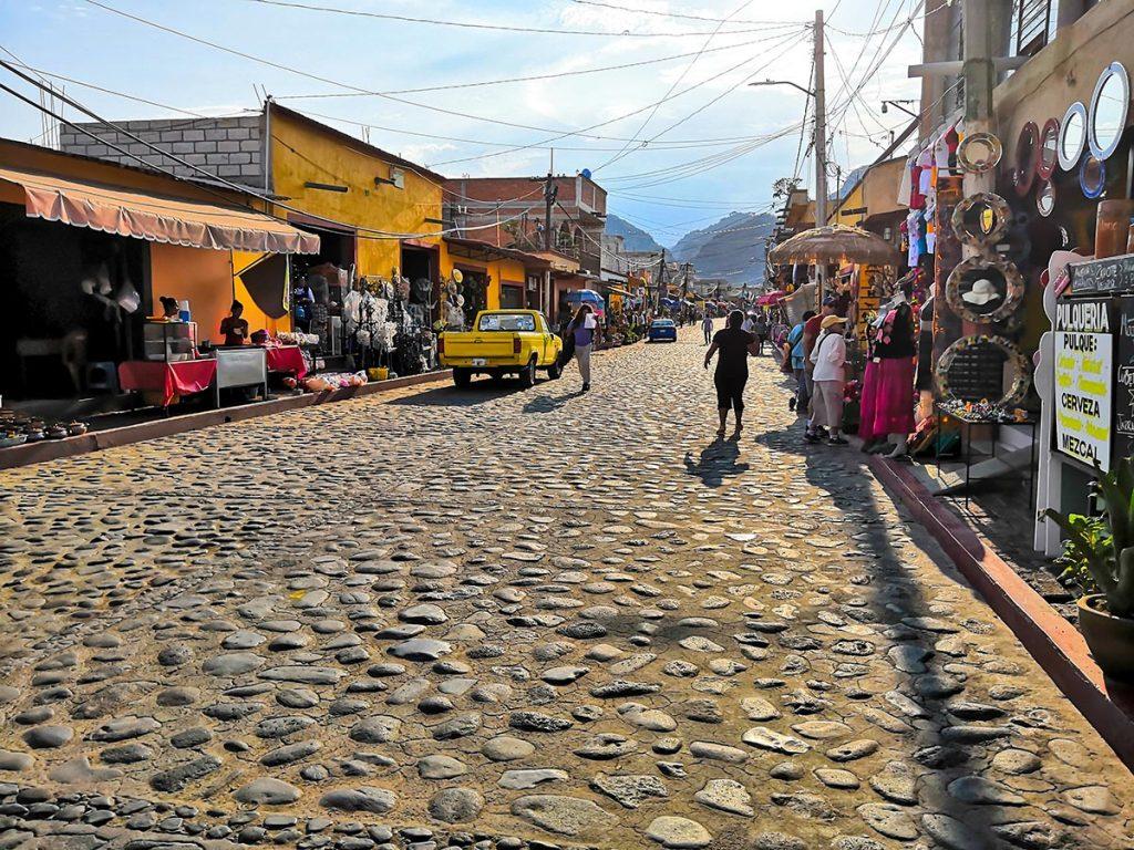 Calle de Artesanias en Tlayacapan